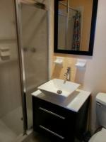 5-26 Lillendahl Studio Bath (2)